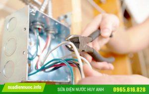 Tiến hành lắp đặt các loại dây điện an toàn