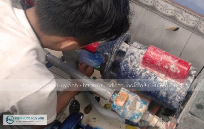 Sửa máy bơm tại Mộ Lao